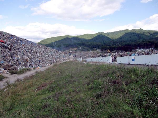 鯨と海の科学館前(山田町船越瓦礫集積所)