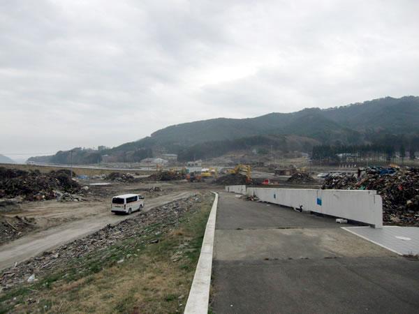 鯨と海の科学館前(山田町瓦礫集積所)