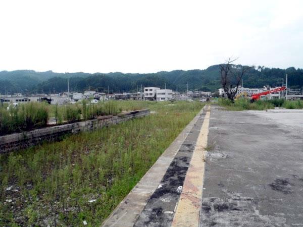 陸中山田駅プラットホーム(山田町川向町)