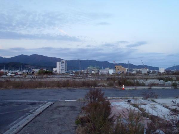 陸中山田駅裏側より