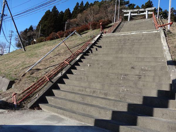 魚賀波間神社正面階段