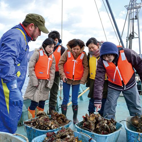 【6月以降の実施休止中】明神丸のかき・ほたて養殖・浜焼き体験クルーズ