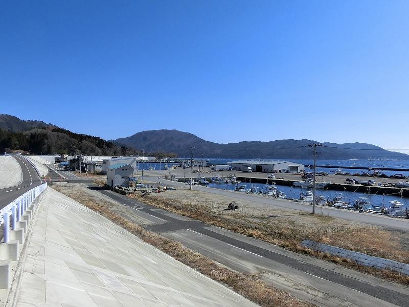 大沢漁港(乗り上げ道路より)